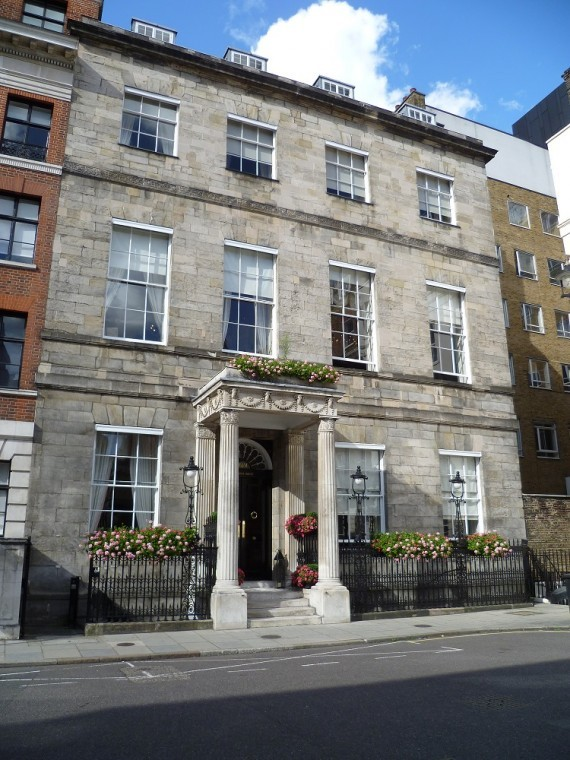 Chandos_House,_Queen_Anne_Street,_London_12_September_2015.JPG